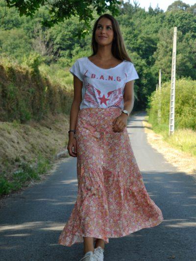 camiseta estampada mujerFalda midi floral super chic con botones delanteros en tonos rosados