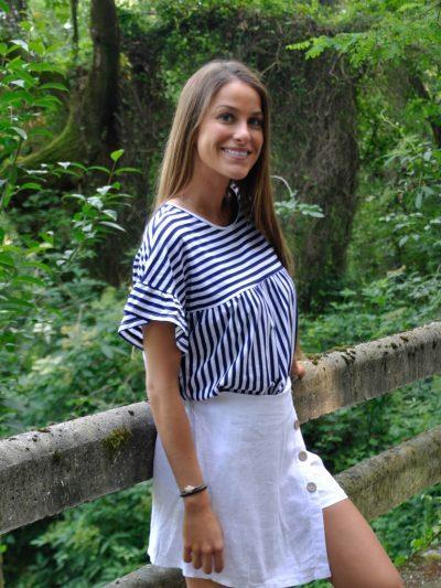 camiseta de rayas marineras, manga corta y cuello redondo.